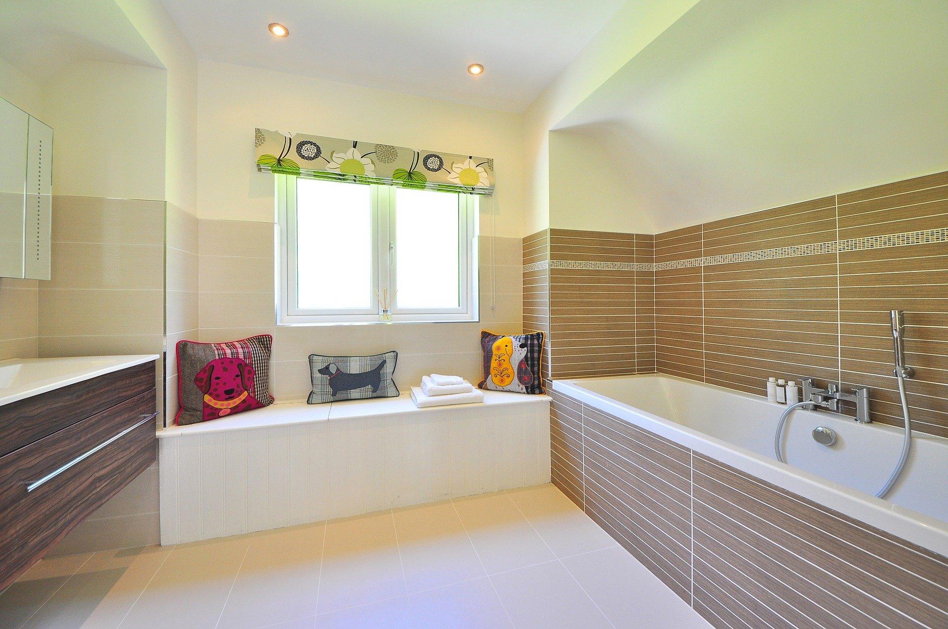 bathroom-1336162_1920 (1)